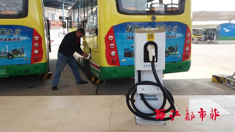 纯电动公交车充电更方便