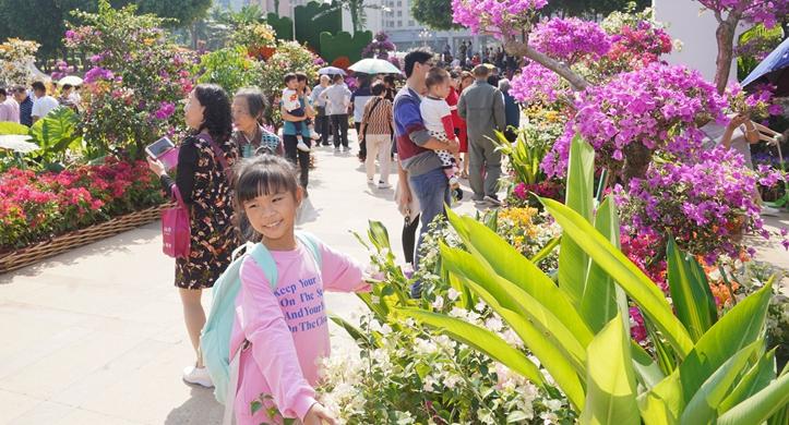参加宝石节的客商为梧州市容市貌点赞