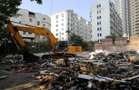 菊湖路1000多平方米违法建筑被强制拆除