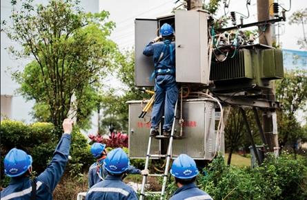 维护监测供电设施