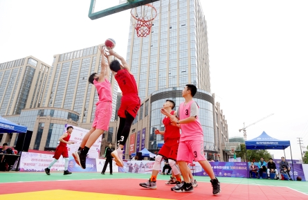 53支社区篮球队伍参加三人篮球赛