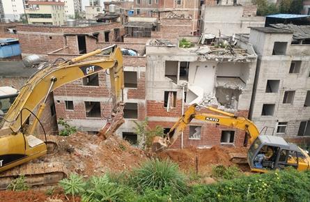 新闻路西段已征收房屋开始拆除