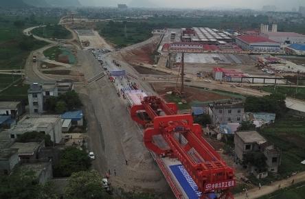 贵南高铁广西段线上施工正式启动