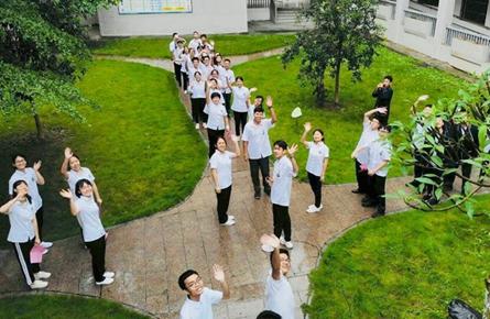 梧州高中举办青年节快闪活动