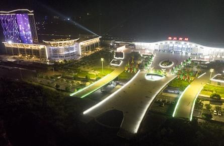 梧州南站灯光璀璨