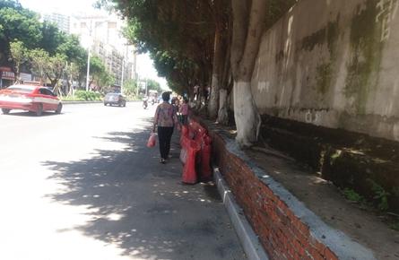 一堵围墙阻挡居民回家的路?