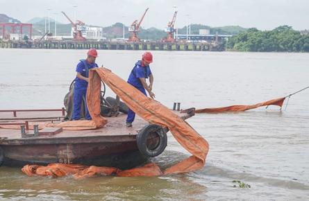 梧州海事局昨举行水上综合应急演练