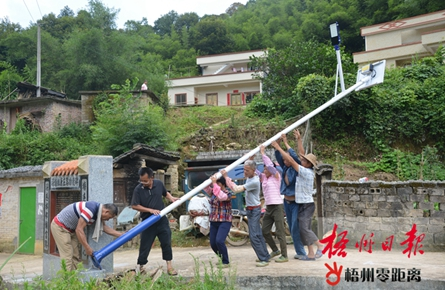 深塘村安装路灯