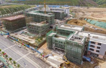新校园建筑主体封顶
