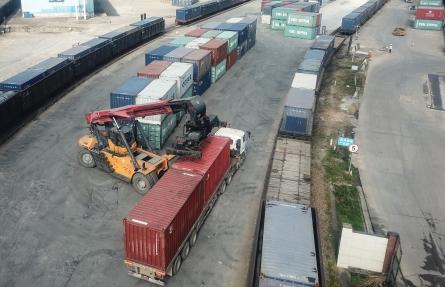 上半年铁路货运量飙升