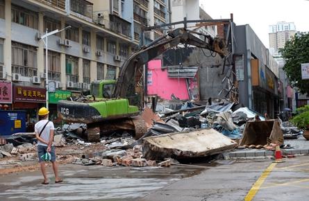 大型机械拆除商铺