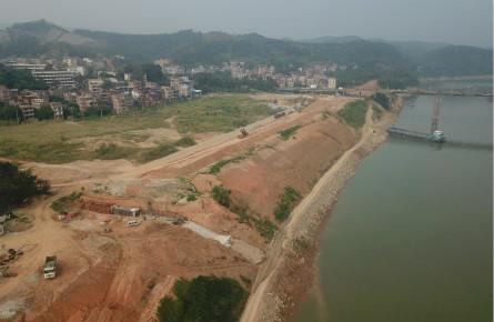 防洪堤工程完成清表