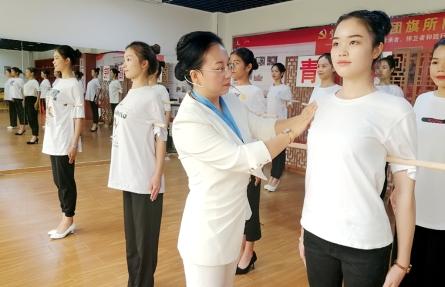 第十六届梧州宝石节礼仪组志愿者培训小记