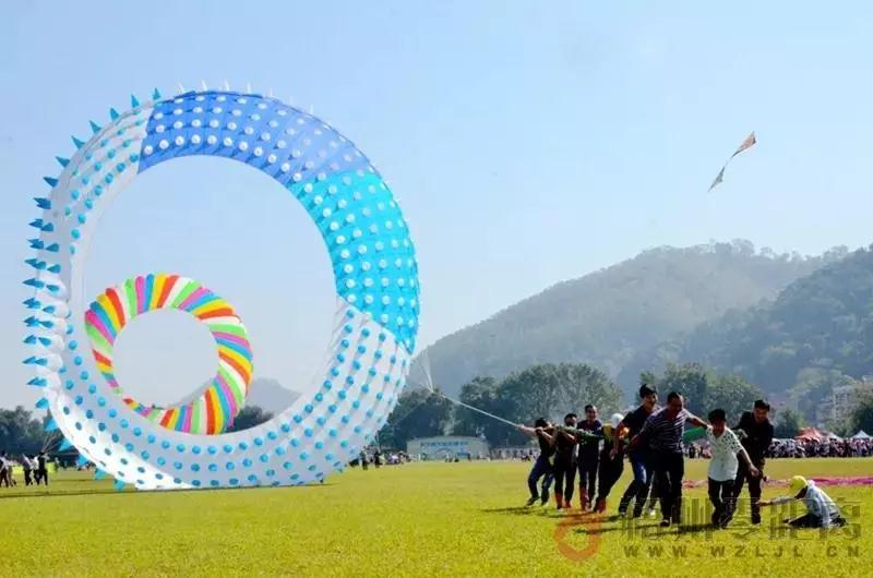 第七届梧州风筝邀请赛亮点纷呈 二十多支区外队伍同场竞技