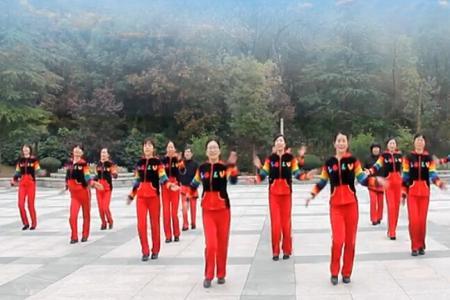 中国少数民族广场舞大赛设有观赛区供市民入场观赏