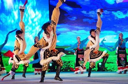 20支广场舞队伍在苍海湖畔踏歌起舞