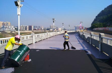 河东防洪堤加快铺设堤面步道