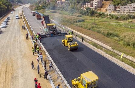 207国道梧州段明年春节前后具备通车条件