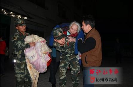 狮卧山突发山火 数百居民紧急撤离