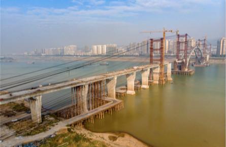 西江四桥南岸引桥合龙