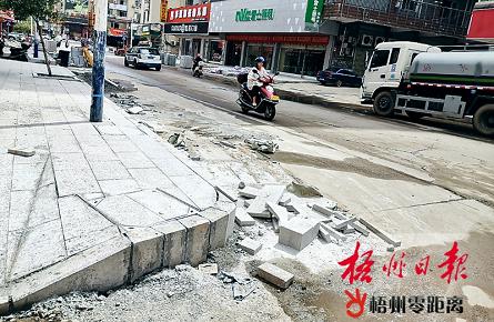路面高低不平 小巷卫生堪忧