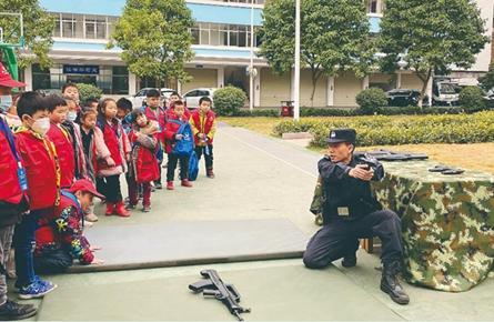 小记者进警营