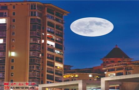 """""""超级月亮"""" 现梧州上空"""