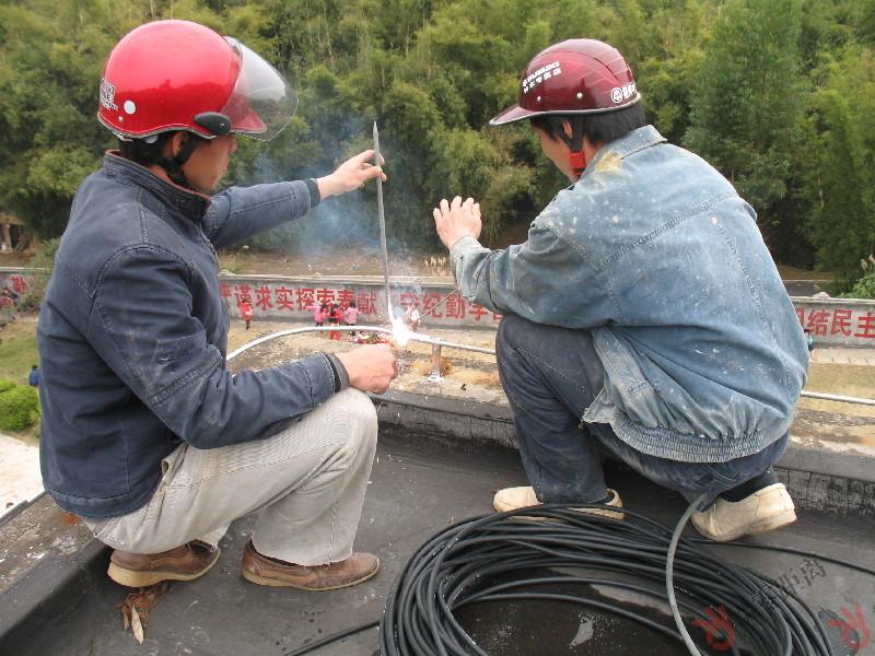 梧州零距离问政网_长洲区改造学校防雷设施 教学楼楼顶安装避雷针