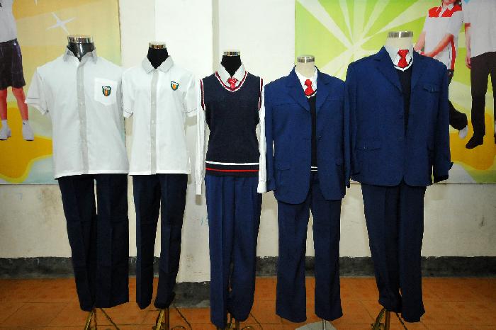 经过一系列的评选和反复修改,我市一批新中小学生校服正式出炉,