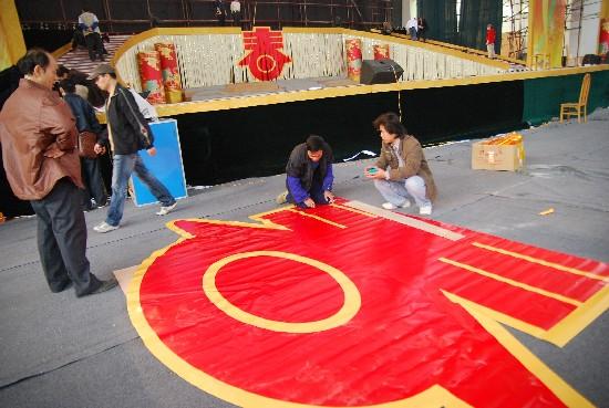 梧州春晚舞美设计新颖 舞台搭建初具规模