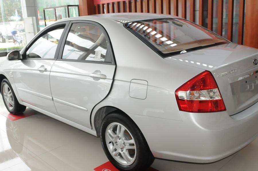 2007年11月19日,突破中级车标准的风尚之王新赛拉图,以全新面貌震撼上市!在保留原有CVVT发动机动力优势的同时,新赛拉图车身加长至4500mm,外观设计更加立体、饱满、精致,细节体现品质提升。全新设计的中控台尽显风尚质感,全面周到的安全系统为驾乘者营造出畅行无忧的驾乘氛围。新赛拉图的问世,给中国消费者带来了更高品质的风尚享受,标志着其作为风尚中级车标杆的不断自我超越。