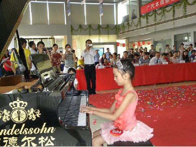 少儿组器乐类钢琴比赛选手