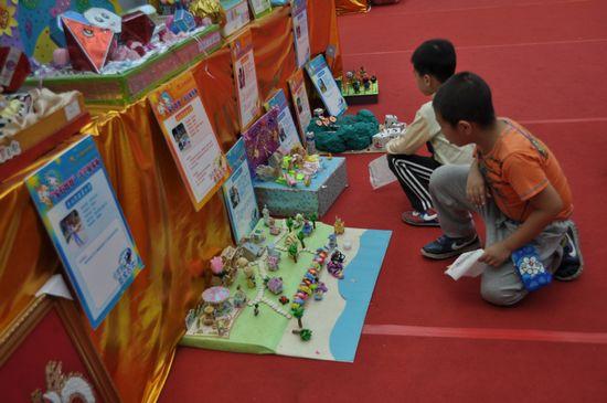 """在市文化展览中心,""""宝石娃娃中国梦""""才艺展演赛,""""魅力梧州""""诗书画影"""