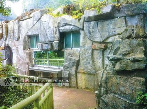 有一处厕所外墙用石头堆砌