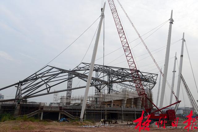 大跨钢结构双桅杆组合吊装施工技术
