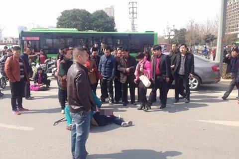 河南退休干部撞学生致1死11伤:尿样呈阳性