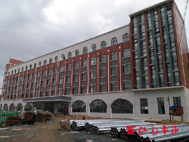 9月11日,在梧州市职教中心三期项目工地,4号实训楼已完成室内外装饰.图片