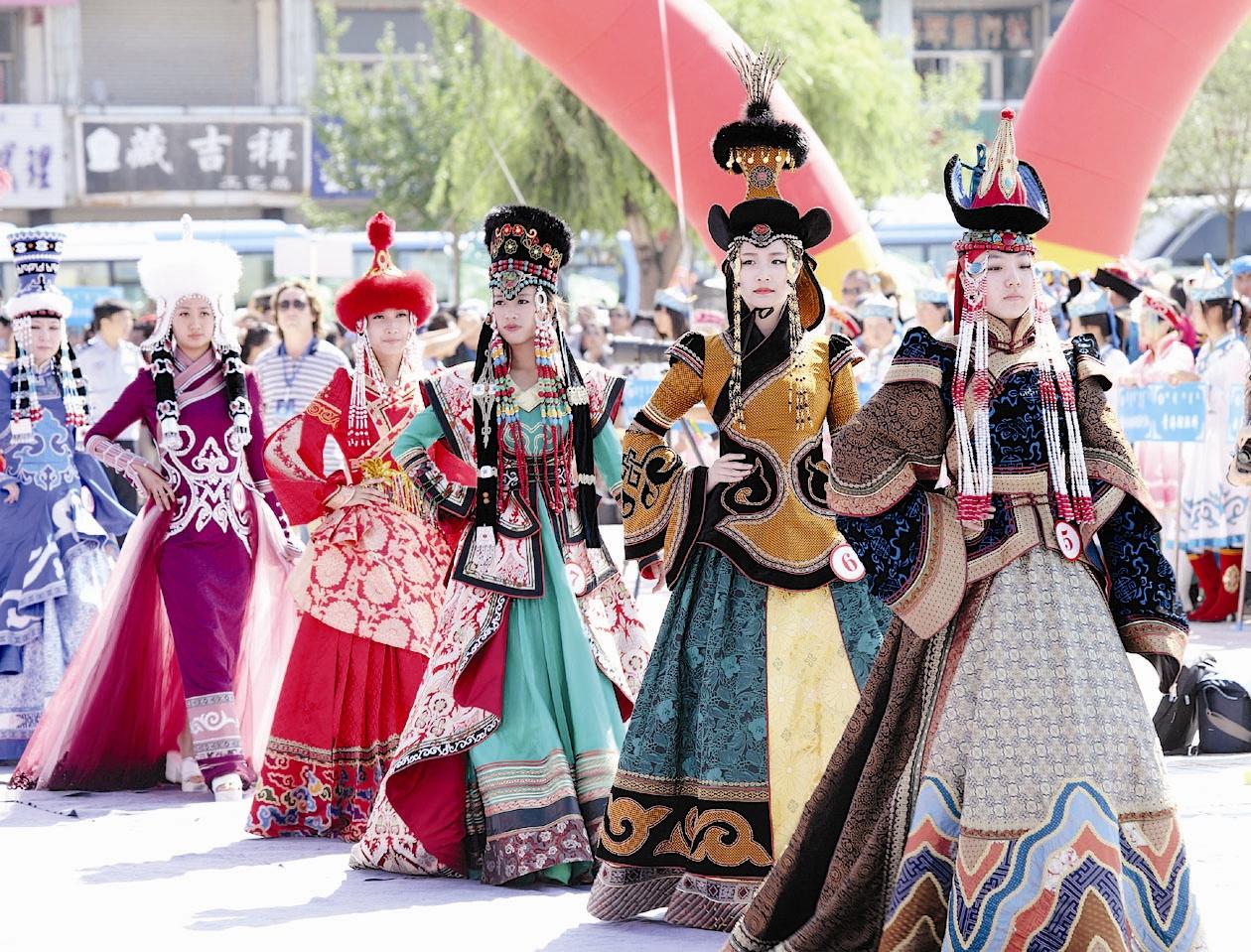 第十届中国蒙古族服装服饰展示 -西江都市报多媒体数字报刊平台图片