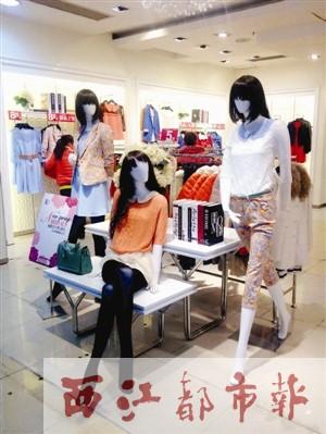 梦之岛百货(梧州店)的不少服装专柜都换上亮丽的春装来吸引顾客的